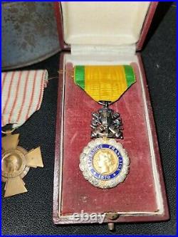Ww1 French Helmet, War Cross, Military, Combat Cross Medals -postal Photto